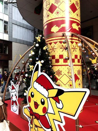 サンタのピカチュウ サンタクロース ピカチュウ ポケモン No People Christmas Celebration Indoors  Decoration Representation Holiday Moments