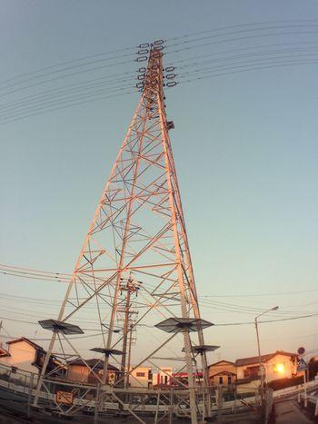 焼ける鉄塔ともう一つの夕陽 鉄塔 Steel Tower  Pylon 電線 Electric Wire 夕陽 Sunset 反射 Reflection