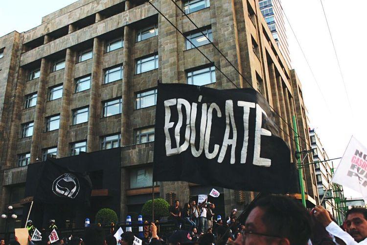 Protesta // 2017. January 2017 Mexico City MarchaContraGasolinazo Protesting PeñaNieto Education First ! People Walking  Zócalo D.F