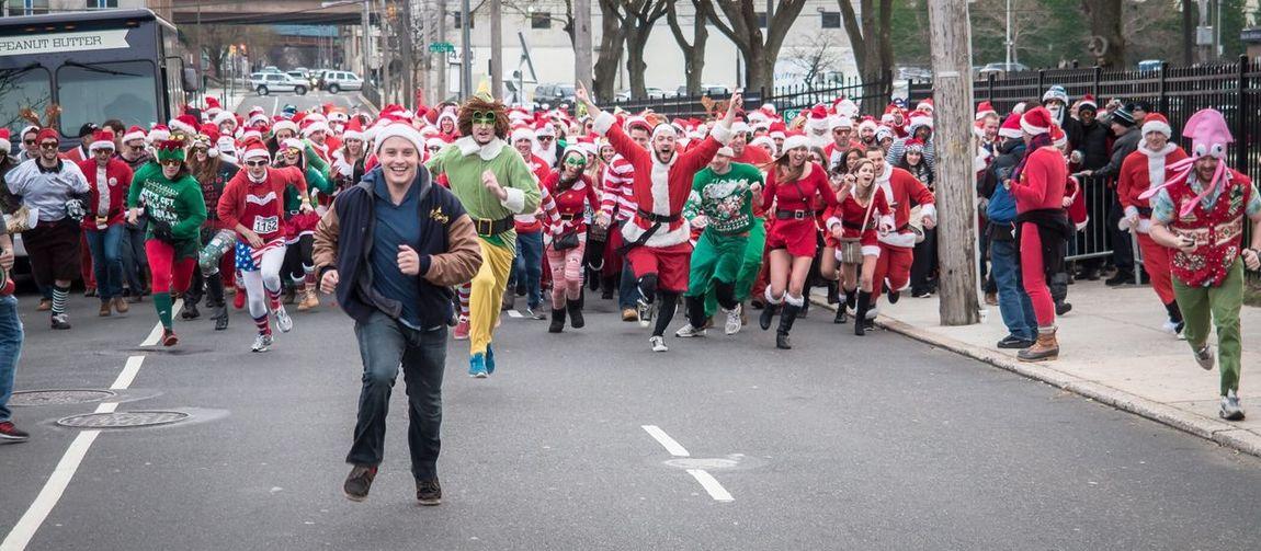 Running of the Santas - Philadelphia Christmas Merry Christmas! Running Of The Santas People