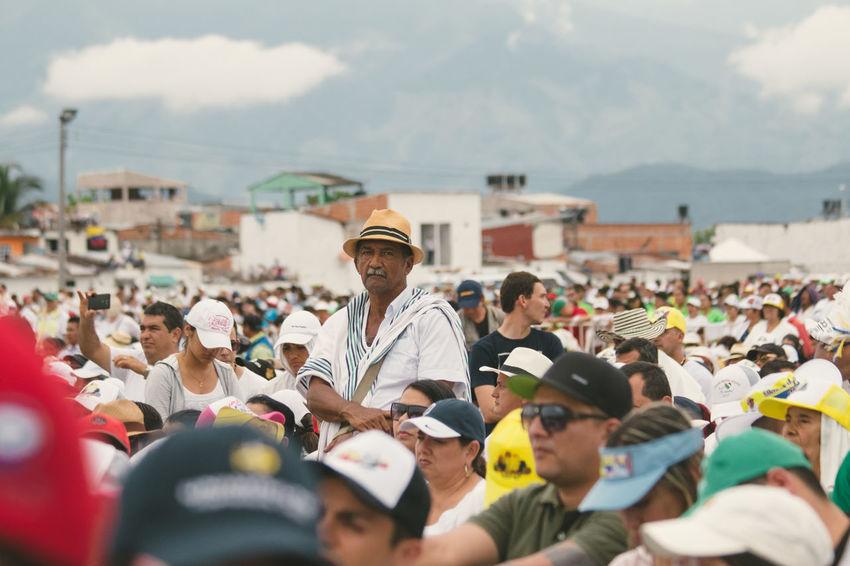 Colombia El Papa El Papa En Colombia PAPA FRANCESCO Papa Francisco Pope Villavicencio Villavicencio Meta Day Large Group Of People Men Outdoors Pope Francis  Real People