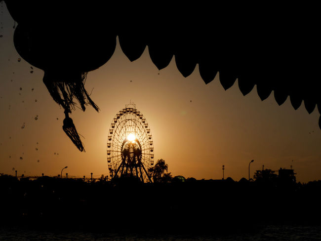 Black And Orange City Cityscapes Dark Ferris Wheel Lampion Majestic No People Orange Color Outdoors Silhouette Sky Sun Sunset Water Droplets Water Drops