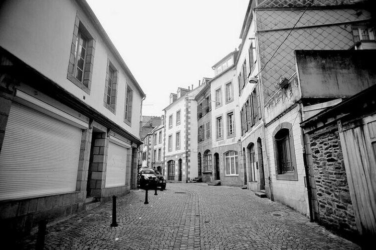 dans la rue Morlaix Streetphotography Black And White Bretagne Brittany Nikon D700