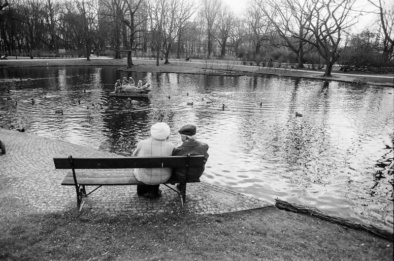 ANALOG Ilford Pan 100 The Week on EyeEm Light And Shadow Analogue Photography Nikonphotography Street Photography Bnw Capture The Moment Film Photography Black And White Water Sitting Seat Bench Lake Togetherness Two People Men Real People Lifestyles Full Length Leisure Activity Nature Plant Tree Adult Reflection Rear View People Couple - Relationship Positive Emotion Outdoors