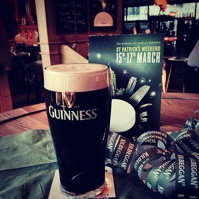 Hoch das #Guinness... Sláinte! #jointhecrowd Jointhecrowd Paddysday Guinness Cheers Bier Slàinte Stpatricksday Instabeer Prost Irishpub Badenwürttemberg Tuttlingen Stpatricks