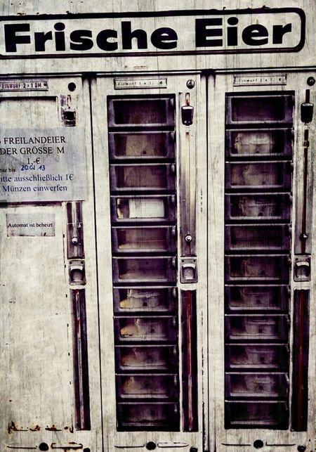 """""""fresh eggs"""" ... 4 eggs size M 1€... in front of small farmhouse Streetphotography Farmers Market Automat"""