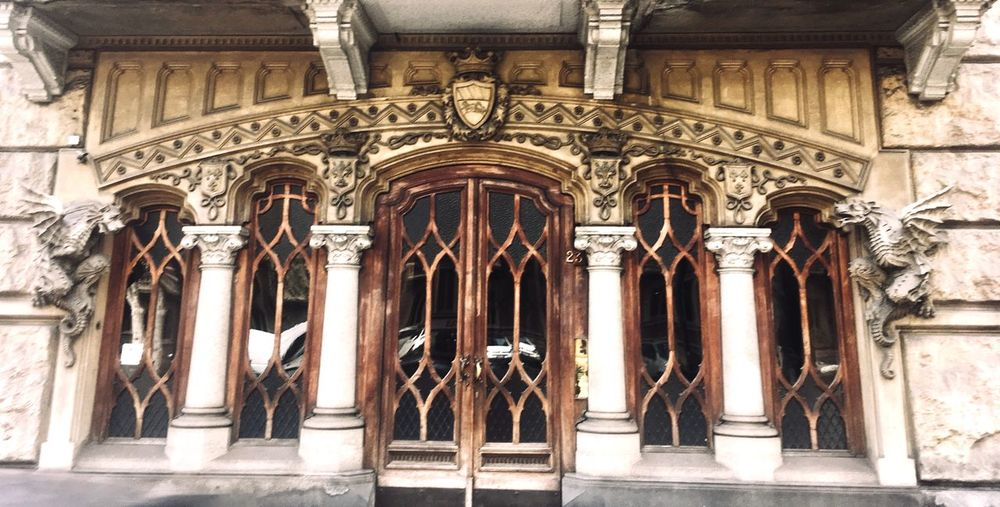 Pre-raphalites Medieval Revival Europe EyeEm Selects Architecture Architectural Column History Building Exterior