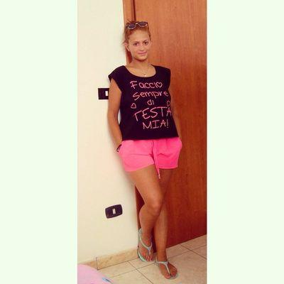 Facciosempreditestamia Girl Italiangirl Black pink crazy beautiful top wow amazing T_shirt short good like TagFirLikes TLFers scattitaliani scattimprovvisi FollowMe ✔️
