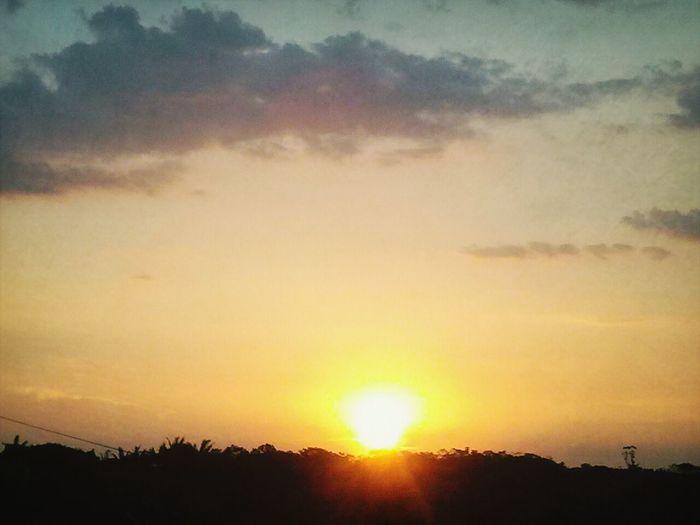 Por Do Sol Hello World Lilianees aqui onde o sol se põe *-*