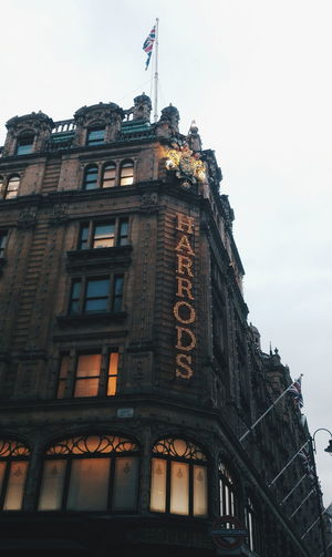 Harrods, London, UK. Uk England World EyeEm Best Shots Londres London 2018 Building Harrods Rich Image Art City Politics And Government History Sky Architecture Building Exterior Built Structure Tall - High Tower Façade Cityscape Place Of Interest