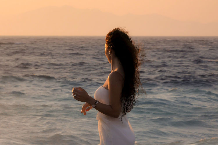 Sea Water Sunset Hair Sky Standing Outdoors Long Hair Hairstyle Beauty In Nature Side View Lifestyles Young Adult Dreaming My Life Away ♥ One Person Horizon Over Water The Modern Professional Human Connection A New Perspective On Life