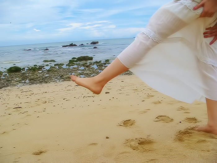 Adult Adults Only Beach Beauty In Nature Day Horizon Over Water Human Body Part Human Hand Nature One Person One Woman Only Only Women Outdoors People Sand Sea Sky Vacations Water Women