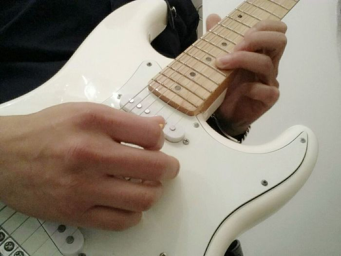 Guitar Guitarist Guitar Playing Musician Strat White Guitar White Strat Musical Instrument Music Rock Ricking Jam 기타 기타리스트 연주 록 스트랫