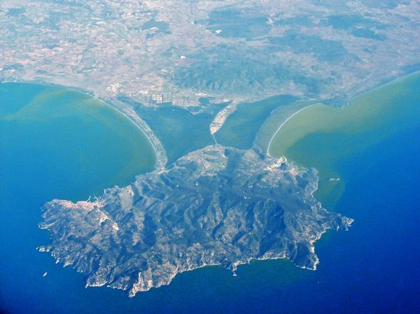 Orbetello e Monte Argentario visti dall'aereo Laguna Oasi Aerial View Beauty In Nature Blue Day Environment Geology High Angle View Idyllic Inquinamento Island Land Monte Argentario Nature No People Outdoors Physical Geography Scenics - Nature Sea Toscana ıtaly Tranquil Scene Tranquility Vista Dall'alto Water