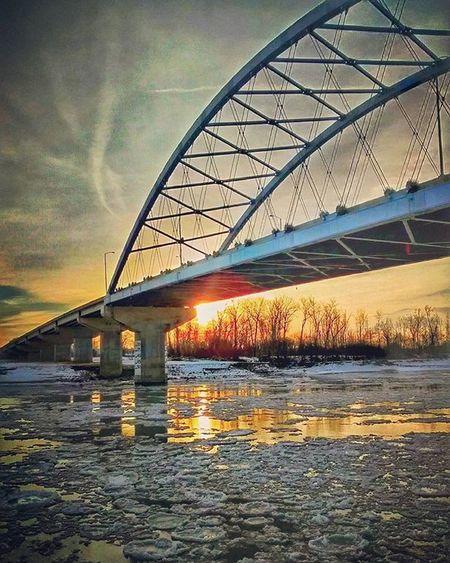 Another sunrise in Missouri River and Amelia Earhart memorial bridge. ....Ks_pride Atchison Wow_america World_bnw Graveyard_dead Nikeplusrunning Thingsoneseesondailyrun 5kadaykeepsthecrazysaway Kansasrunner Kansasnature Kansasmag Morningrun Runfast Countryshit
