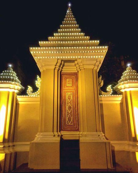 Architecture near the Royal Palace. Lumia930 Mobilephotography WindowsPhonePhotography WeLoveLumia ShotOnMyLumia  Lumiaography Theappwhisperer Makemoments MoreLumiaLove GoodRadShot TheLumians Fhotoroom Lumia PicHitMe EyeEm Eyewm_o MenchFeature Photography Nban NbanFamily Pixelpanda Cambodia Phnompenh @fhotoroom_ @thelumians @lumiavoices @pichitme @windowsphonephotography @microsoftwindowsphone @microsoftlumiaphotography @mobile_photography @moment_lens @goodradshot @mobilephotoblog @street_hunters @lumia @pixel_panda_ @eyeem_o @photocrowd @photoadvices @nothingbutanokia @nothinbutanokia