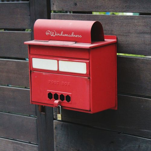 This mailbox remaind me when I was a kid I really like to write letter for my parents and friends 😊