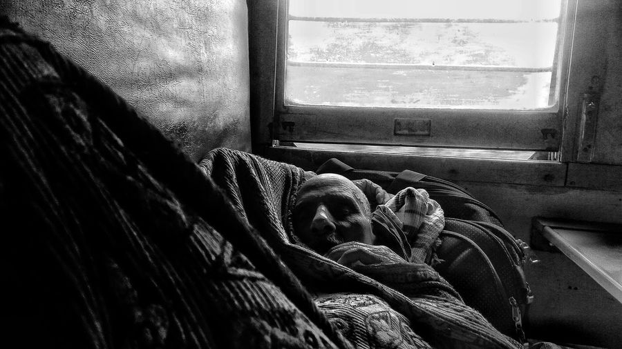 sleepers #travelphotography #travelmood #bnwmood #blackandwhitephotography #oldman #oneperson #adult #sleepingman #window Travel Photography #eyeemnewhere #blackandwhitephotography #oldman #railwaytravel