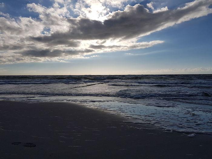 Sea Beach Landscape Nature Beauty In Nature Cloud - Sky Scenics Sunset Sky Water Sand Tranquility Sun Reflection Horizon Over Water Dramatic Sky Idyllic Tranquil Scene Vacations Tourism Samsung Galaxy S7 Ostsee, Deutschland, Meer, Rügen, Freiheit, Boot, Himmel, Sonne Ahrenshoop Germany🇩🇪 Ostsee