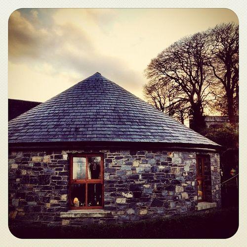 Cute House ?? #hill_of_tara #ireland #jj_forum #jj #beautiful_ireland #earlybirdlove Ireland Jj  Earlybirdlove Jj_forum Hill_of_tara Beautiful_ireland