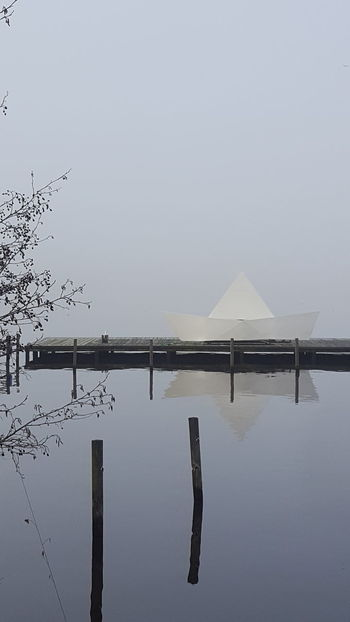 Alster Außenalster Germany🇩🇪 Hamburg Hamburg City January January 2018 Winter Winter Fog Außenalster Beauty In Nature Day Foggy Foggy Day Germany Lake Lake View Mystical Atmosphere Nature No People Outdoors Peaceful Peaceful And Quiet Silence Of Nature Water Tranquility Tranquil Scene Reflection Scenics Waterfront
