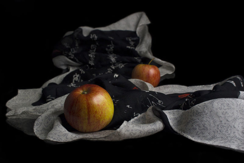Black Background Food And Drink Food Fruit Healthy Eating Studio Shot Indoors  Freshness Wellbeing Still Life No People Apple - Fruit Close-up Group Of Objects Leaf Paper Plant Part Table Cut Out Textile Apples