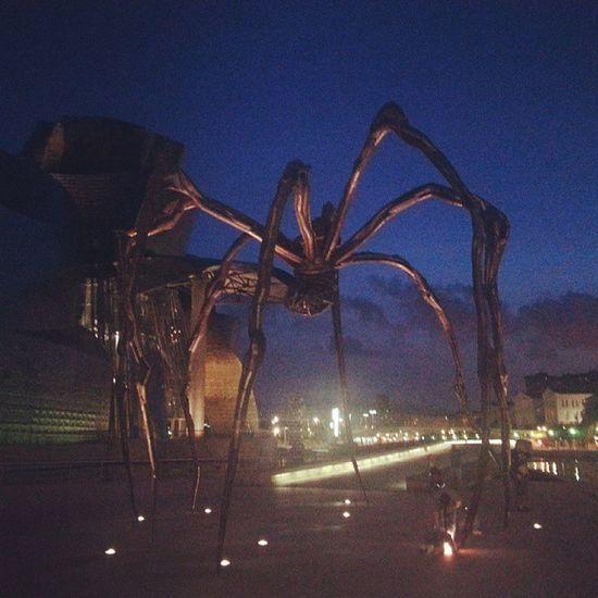 Guggenheim Spider Horrorfilm Bilbao