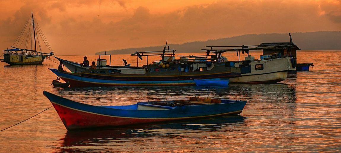 Sekoci Traveling Travel Photography Maluku  Pelabuhanbacan Labuha Sunset #sun #clouds #skylovers #sky #nature #beautifulinnature #naturalbeauty #photography #landscape Goalaut
