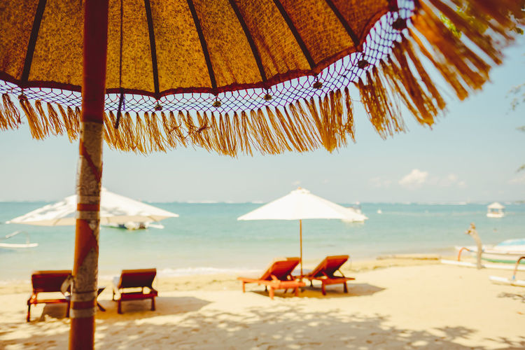 Calm Parasols Beach Beach Umbrella Beauty In Nature Chair Horizon Over Water Land No People Outdoors Parasol Protection Sand Sea Security Shade Sky Sunbed Sunshade Thatched Roof Tranquil Scene Tranquility Umbrella Water