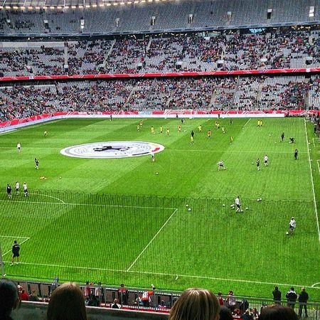 Allianz Arena Bester Tag seitlangemmädelsichliebeuchguteStimmungundgutesSpiel