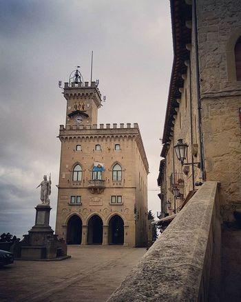 Palazzo Pubblico Sanmarino Centrostorico Palazzo Governo Citta Palace Monument Unesco Emiliaromagna Italy Repubblicadisanmarino Republicofsanmarino Visitsanmarino Volgosanmarino Instapic Instaphoto Instamoment