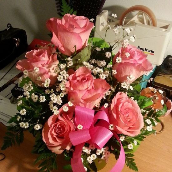Best gift ever ? ? ? Every woman likes to receive roses Thanks bb ? ? ? Pink_roses Amazing Happy_me