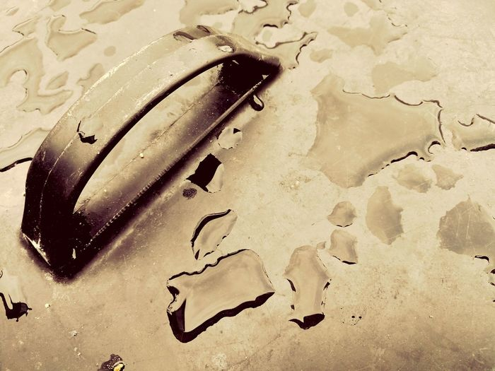 Drops Of Water NoPeopleAround Textured  Handle Abstrakt Art Outdoor Photography Abstractions In Colors Backgrounds Backgrounddefocus Handle Daylight Background Texture Area Waterdrops Full Frame Backgrounds Abstract No People Textured  Close-up Indoors
