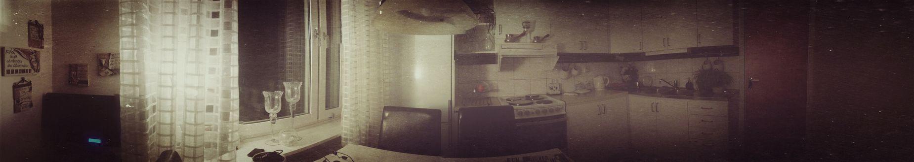 Kitchen 360 Retro Widescreen Having Tea