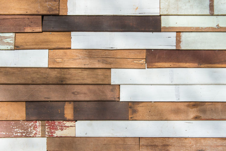 Backgrounds Pattern Full Frame Wood - Material No People Built Structure Wall - Building Feature Brown Flooring Wood Indoors  Architecture Day Close-up Textured  Hardwood Floor White Color Tile Directly Above Parquet Floor