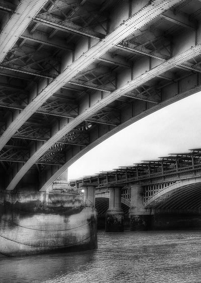 Thames+bridges=L