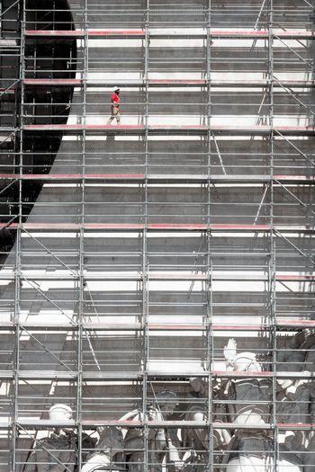 andar sobre o padrão Homemade PADRAO Red Andaimes Architecture Arquitectura Built Structure Estrutura Indoors  Men Modern Padrão Dos Descobrimentos Vermelho Working