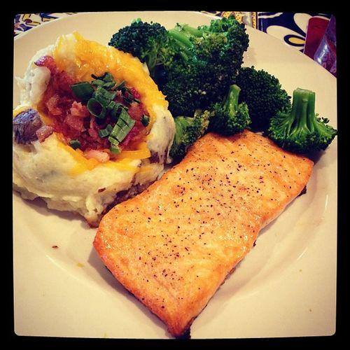 Grilledsalmon Herbs Loadedmashedpotatoes Potato salmon fish vegetables broccoli lunch chilis
