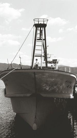 船 漁港 海 Black & White