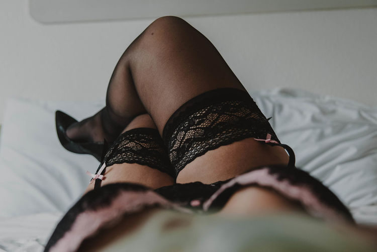 Sensuous woman lying on bed
