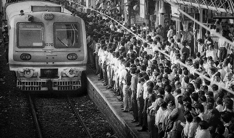 Rush Hour India Train Monday 2016 Rush Rushhour Street Streetphotography Blackandwhite Bnw MumbaiDiaries Mumbai Instamumbai Mumbaikar Thane Railwaystation Railway Architecture Flyover Bridge Bridges Maya Dubai Designer  Art archilovers architectureporn localtrain