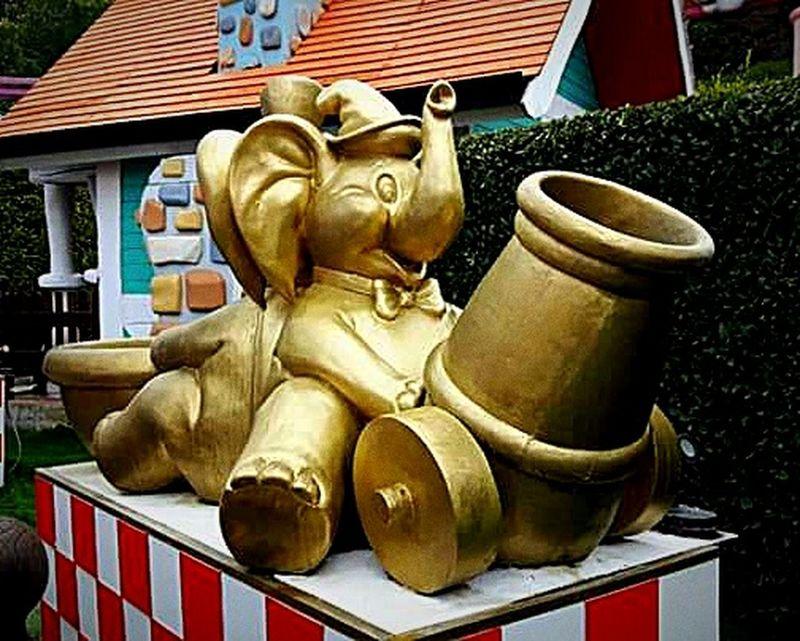 Statue Gardaland Gardalandpark Italy🇮🇹 Italia Elefanti Pachiderma Gold Oro Fontana Divertimento 😉😉👍👍✌✌ Ricordi Memories Sculpture 🐘🐘🐘🐘🐘🐘🐘🐘🐘🐘🐘🐘🐘🐘 Religion Spirituality No People Outdoors Day Building Exterior