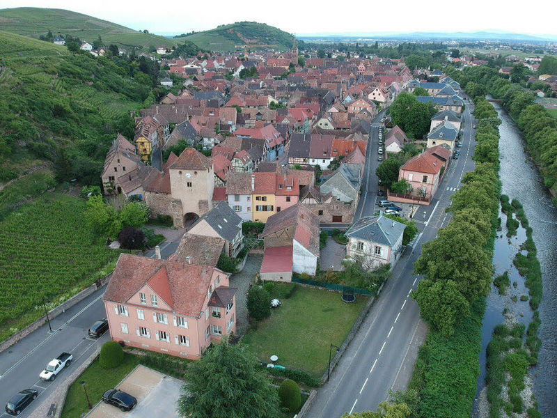 Architecture Building Building Exterior Built Structure Car City Day Dronephotography High Angle View House Nature No People Outdoors Plant Residential District Road Roof Town TOWNSCAPE Transportation Tree Water