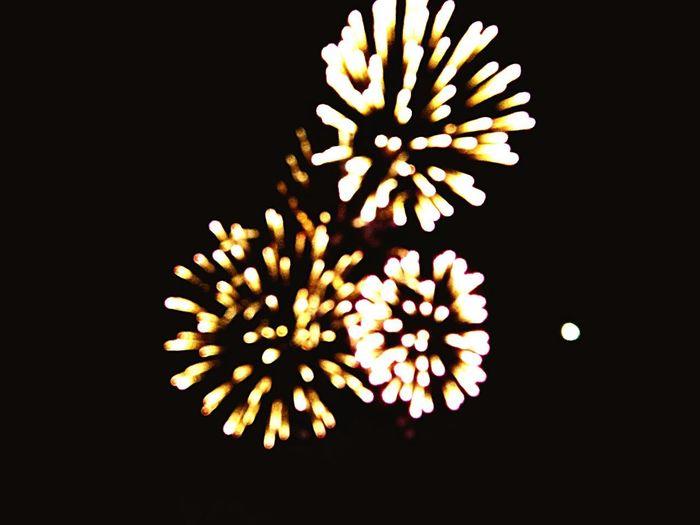 Every firework has its own story #illumination #thelastdayofhtecelebration #blackoryellow