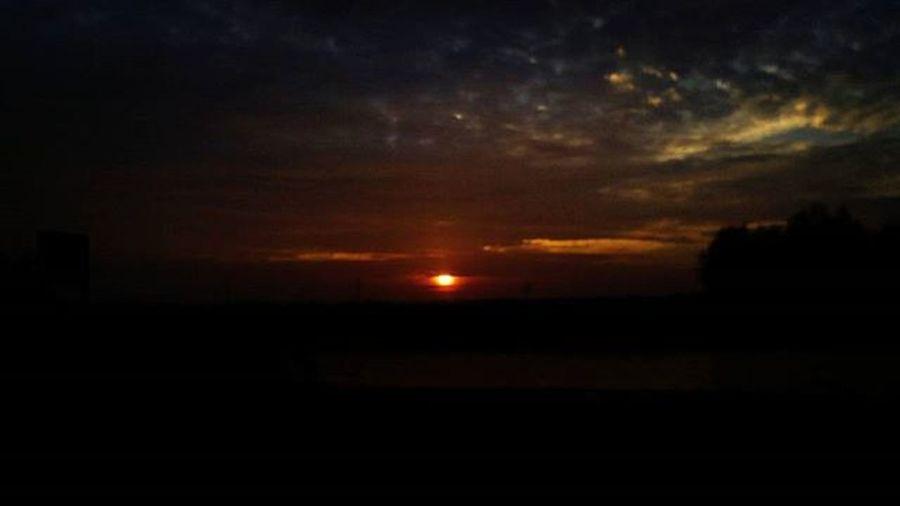 Sky Skylover Skyviewers Sun Sundown Today Clouds View Nofilter Nofilterneeded Beautiful Landscape Nature_perfection Heerenveen Friesland Nederland Thenetherlands Netherlands Holland_photolovers Super_holland Madeinholland Allwhatsbeautiful Uwn_holland Instanetherlands