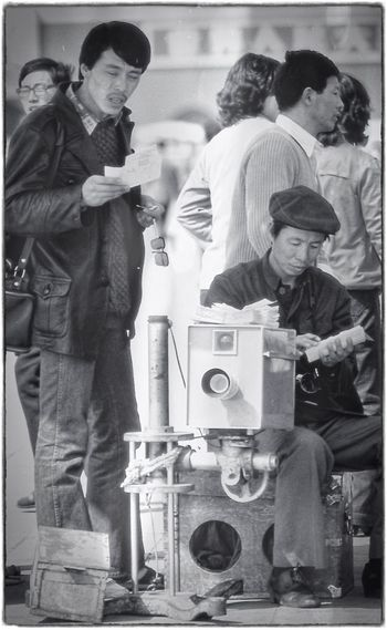 Chinese Old-fashioned Beijing, China Grainy Images Black&white Black And White People Blackandwhite 1986 Beijing Analogue Photography Candid Photography Observing Portrait Photographer Photo Shoot Street Portrait Street Photograph Big Camera