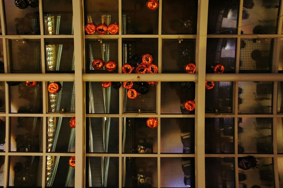 Berlin Kdw Gewölbedecke Orange Balloons Hintergrundgestaltung Details Dekoration Flying Ballons Ballons Happy Halloween Architectural Detail Geometry