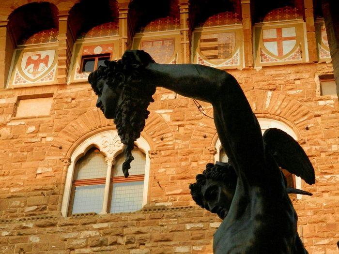 PalazzoVecchio Florence Italy Perseo E La Medusa Stemma Firenze Statue Bronze Statue Tribute - Benvenuto Cellini (Firenze Piazzadellasignoria From My Point Of View
