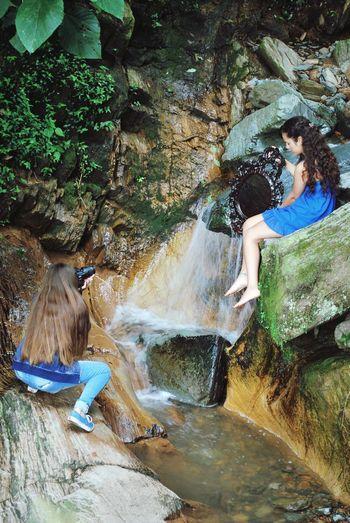 Tree Full Length Nature On Your Doorstep 🍃☁🍁 Young Women Nature's Diversities detras de camara