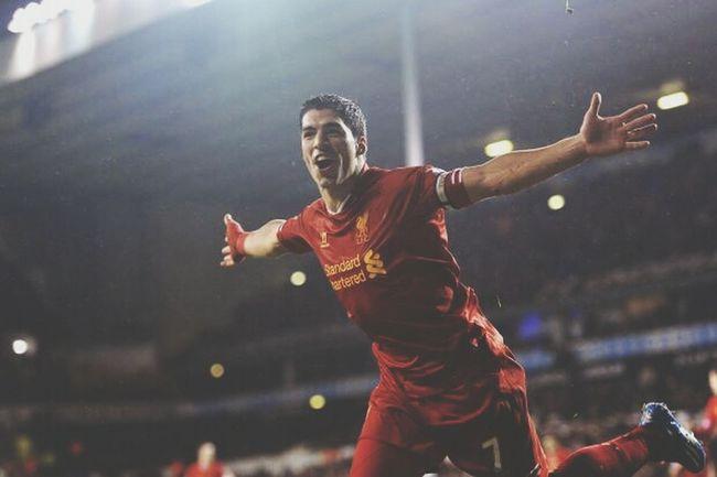 <3 Liverpool Luis Suarez Soccer Taking Photos